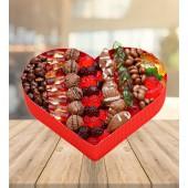 Kalp Kutu İçerisinde Jelibon ve Çikolatalar