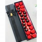 Siyah Kutu İçerisinde Çikolata ile Kaplı Gül Kek